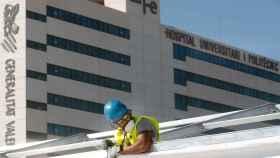 Montaje del hospital de campaña junto a La Fe de Valencia