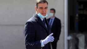 Pedro Sánchez, en la empresa de Móstoles que fabrica respiradores.