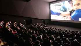 Una sala de cine con tecnología de la empresa Dolby.