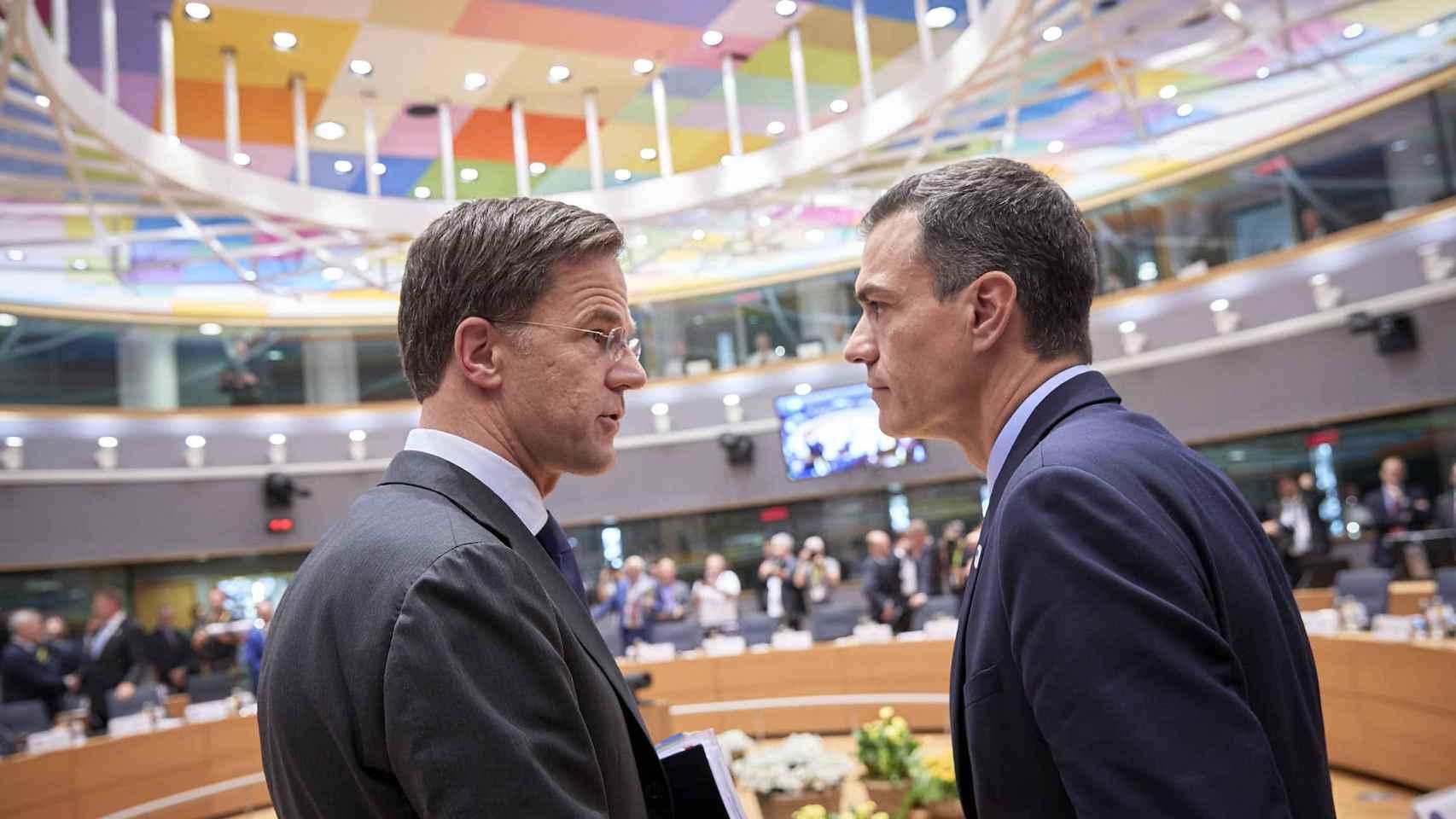 Mark Rutte y Pedro Sánchez, durante una cumbre de la Unión Europea