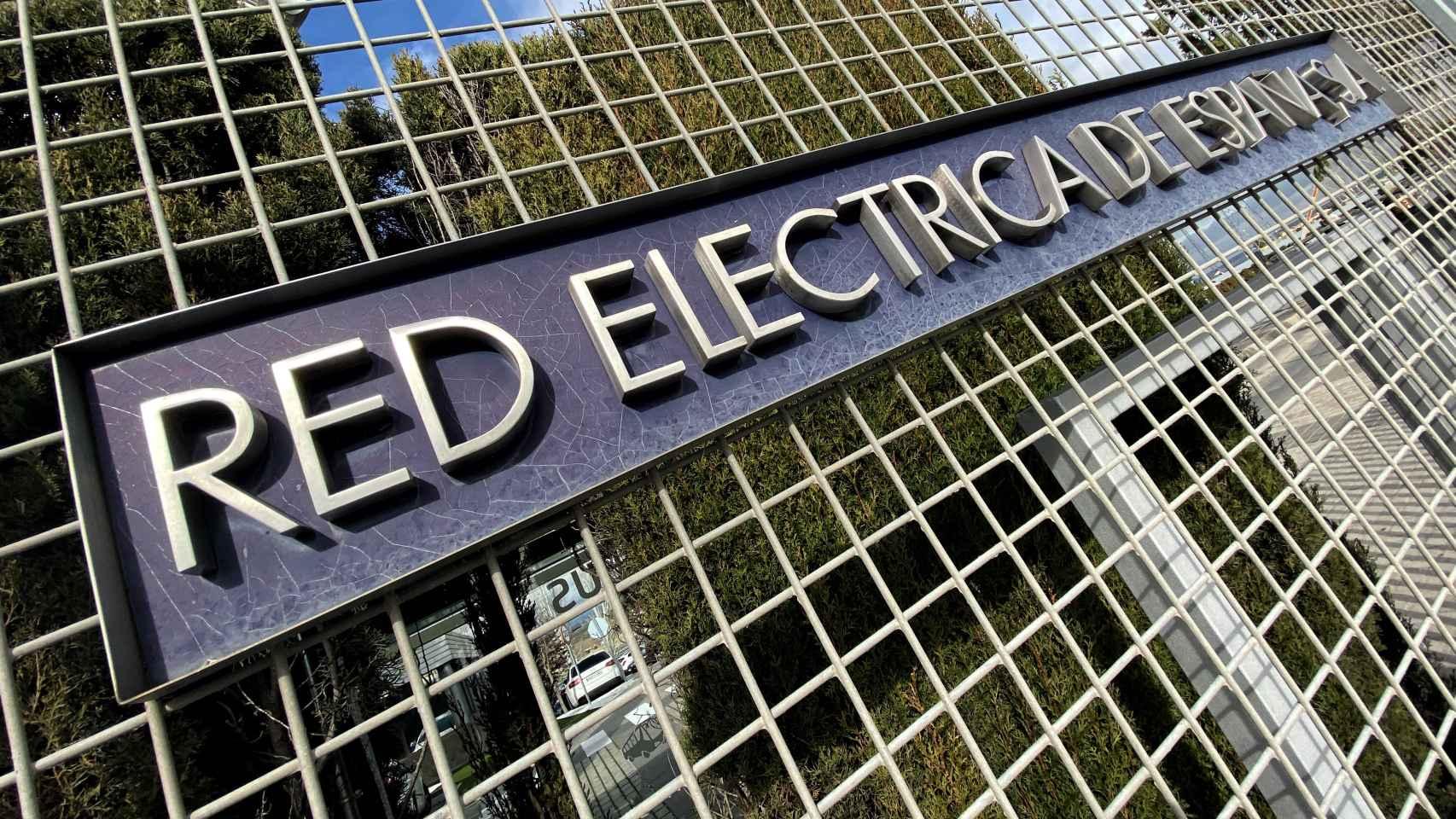 Rótulo en unas instalaciones de Red Eléctrica.