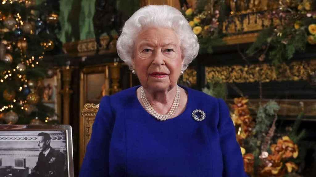 La reina Isabel II durante el mensaje de Navidad de 2019.