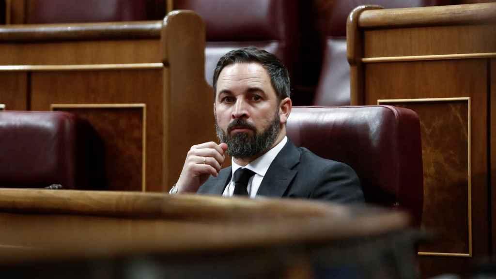 Santiago Abascal, presidente de Vox, en su escaño en el Congreso de los Diputados.