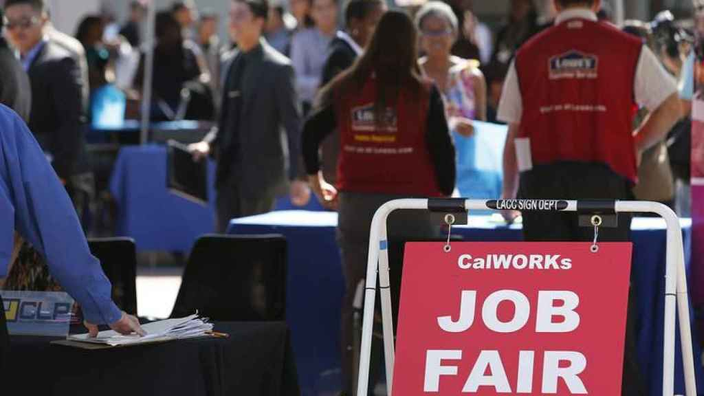 Cola en un evento de solicitantes de empleo en EEUU.