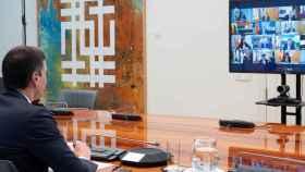 Pedro Sánchez en videoconferencia con los presidentes autonómicos.