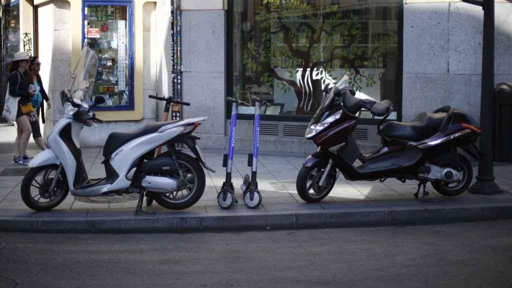 Imagen de dos motocicletas en Madrid.