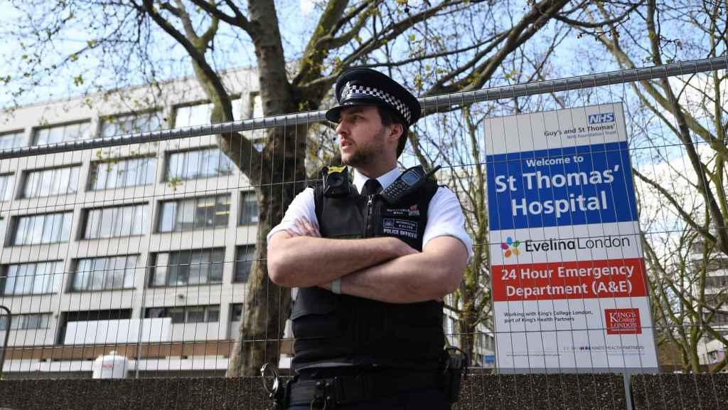 Fachada del hospital de Londres donde está ingresado Boris Johnson