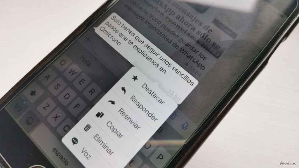 Interfaz de mensajes destacados en WhatsApp.