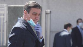 Pedro Sáchez, presidente del Gobierno, con mascarilla y guantes.