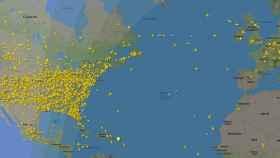Aviones en vuelo sobre EEUU y Europa, en la noche del 5 de abril de 2020.