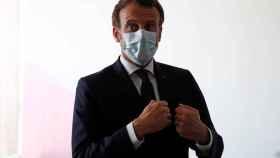 El presidente de Francia, Emmanuel Macron, durante su visita a un hospital de París.