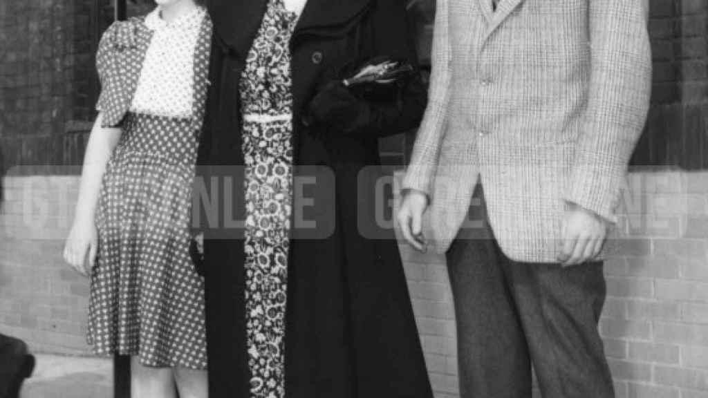Rosemary, en una foto de 1940, junto a sus hermanos John y Jean.