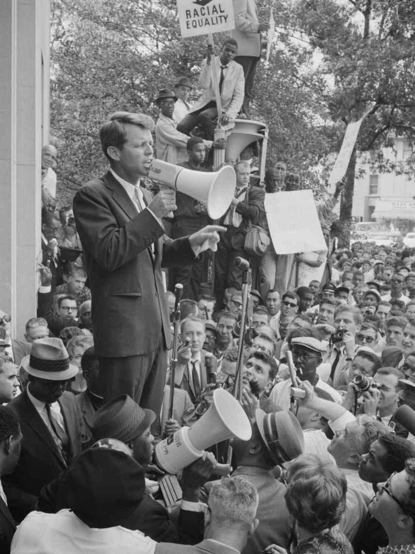 Robert Kennedy, hablando a la multitud en junio de 1963.