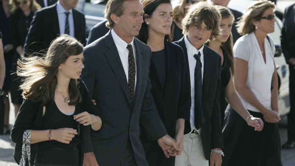 Mary Richardson junto a su marido, Robert Kennedy, y sus hijos.