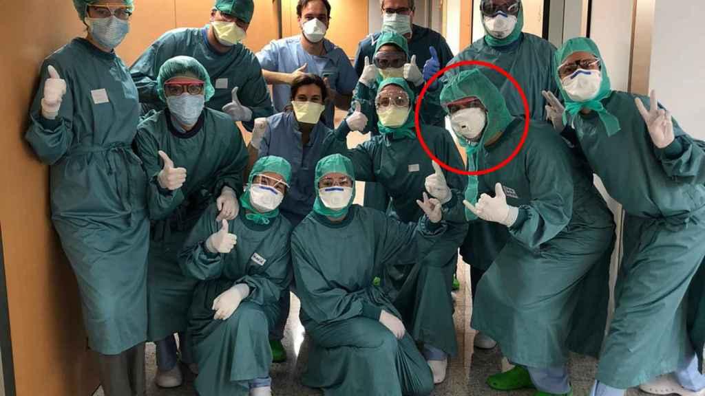 Juan Bertó, segundo por la derecha, el médico de Osasuna que trabaja durante la crisis del coronavirus en la Clínica Universidad de Navarra de Madrid
