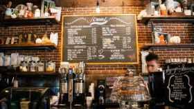 Un camarero en un bar | Pixabay