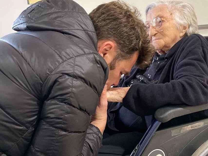 Fonsi Nieto y su abuela, Teresa Roldán.