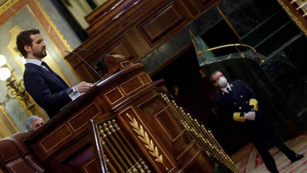 Pablo Casado, presidente del PP, desde la tribuna para la segunda prórroga del estado de alarma.