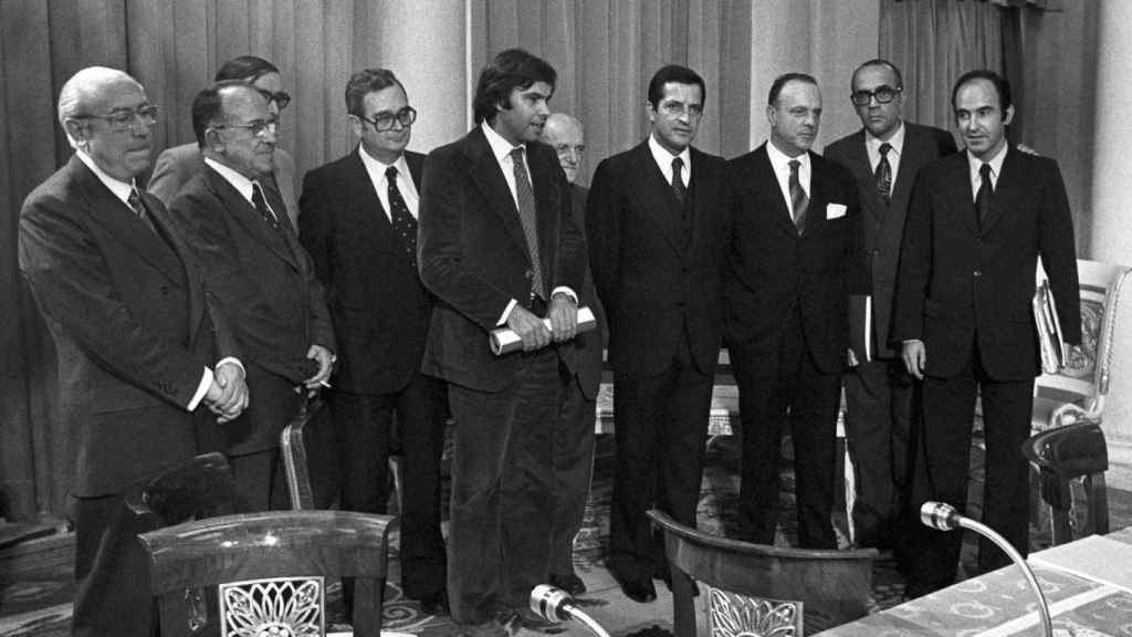 Los dirigente políticos que firmaron los Pactos de la Moncloa, reunidos.