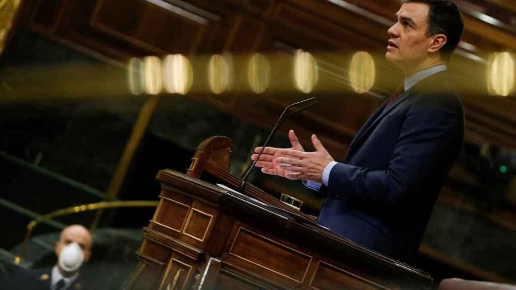 Pedro Sánchez se dirige al Congreso en el pleno para la segunda prórroga del estado de alarma.