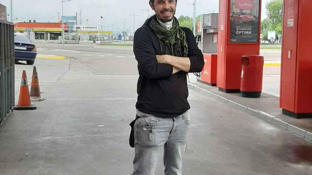 Miguel Acero tiene dos gasolineras. Tendré que cerrar una si seguimos así, reconoce.