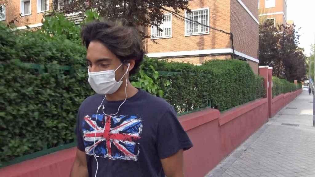 Alejandro Reyes por las calles de Madrid.