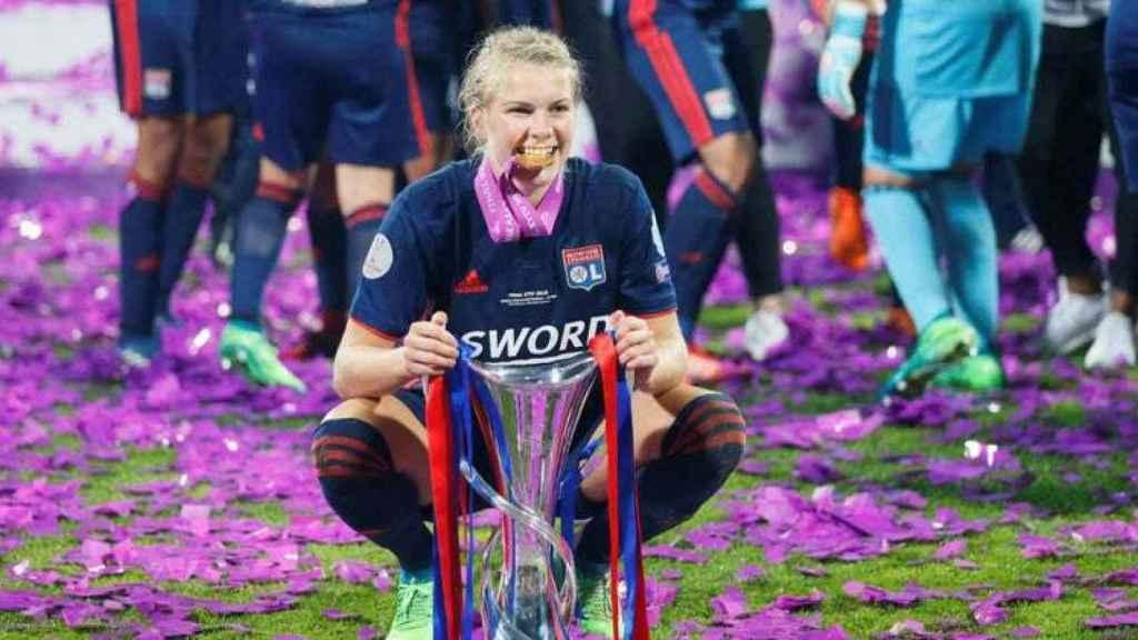 Ada Hegerberg celebra con el Olympique de Lyon la Women's Champions League