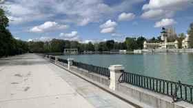 El paseo junto al estanque de El Retiro, totalmente vacío.