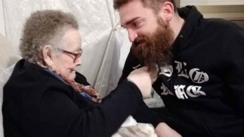 Abuela, ya no me harás más trenzas en la barba: cuando los nuestros no tienen ni un funeral digno