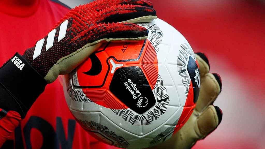 El balón de la Premier League en las manos de David de Gea