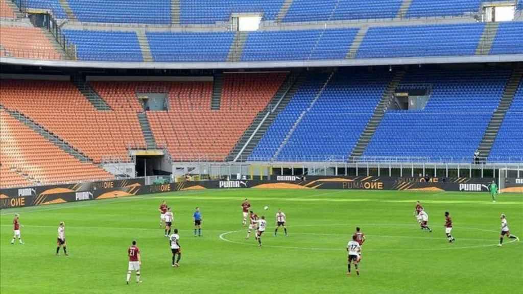 San Siro, vacío durante el Milan - Genoa de antes del parón por el coronavirus en la Serie A de Italia