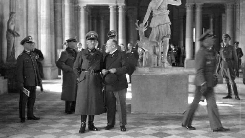 Los nazis en el interior del Museo del Louvre.