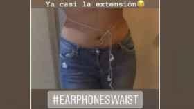 El 'earphonewaist', un reto viral de rodear la cintura con unos auriculares. Instagram.