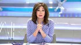 La presentadora ha explicado este viernes su decisión de llevar un lazo negro.