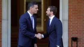 El presidente del Gobierno, Pedro Sánchez, con Pablo Casado en una imagen de archivo.