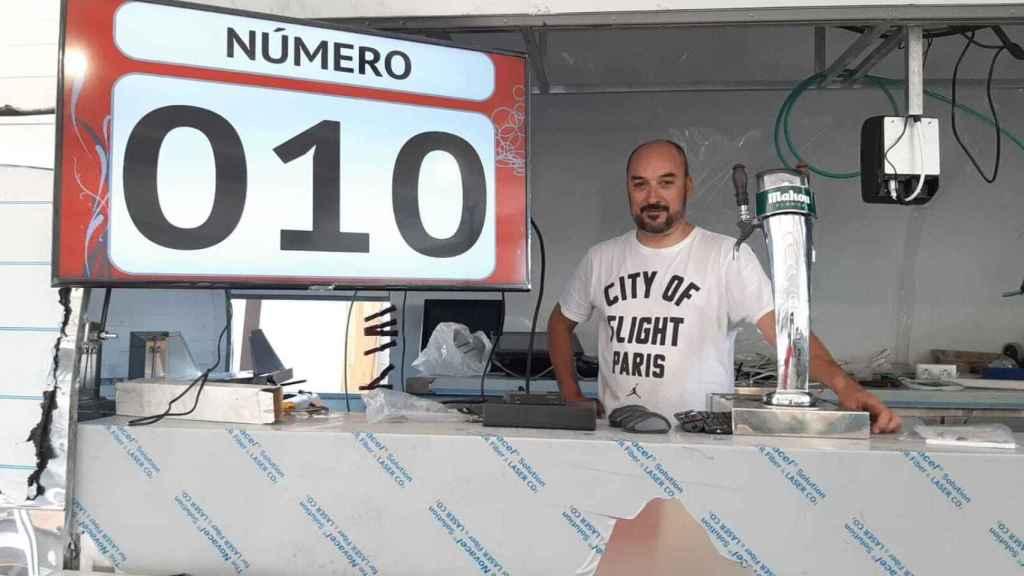 Enrique, el hostelero que ha pasado de vender 1.000 bocatas de calamares diarios en Sol a donarlos en Ifema