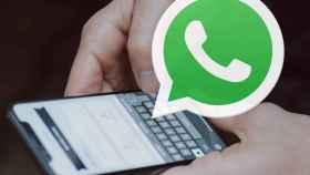 WhatsApp en un móvil.