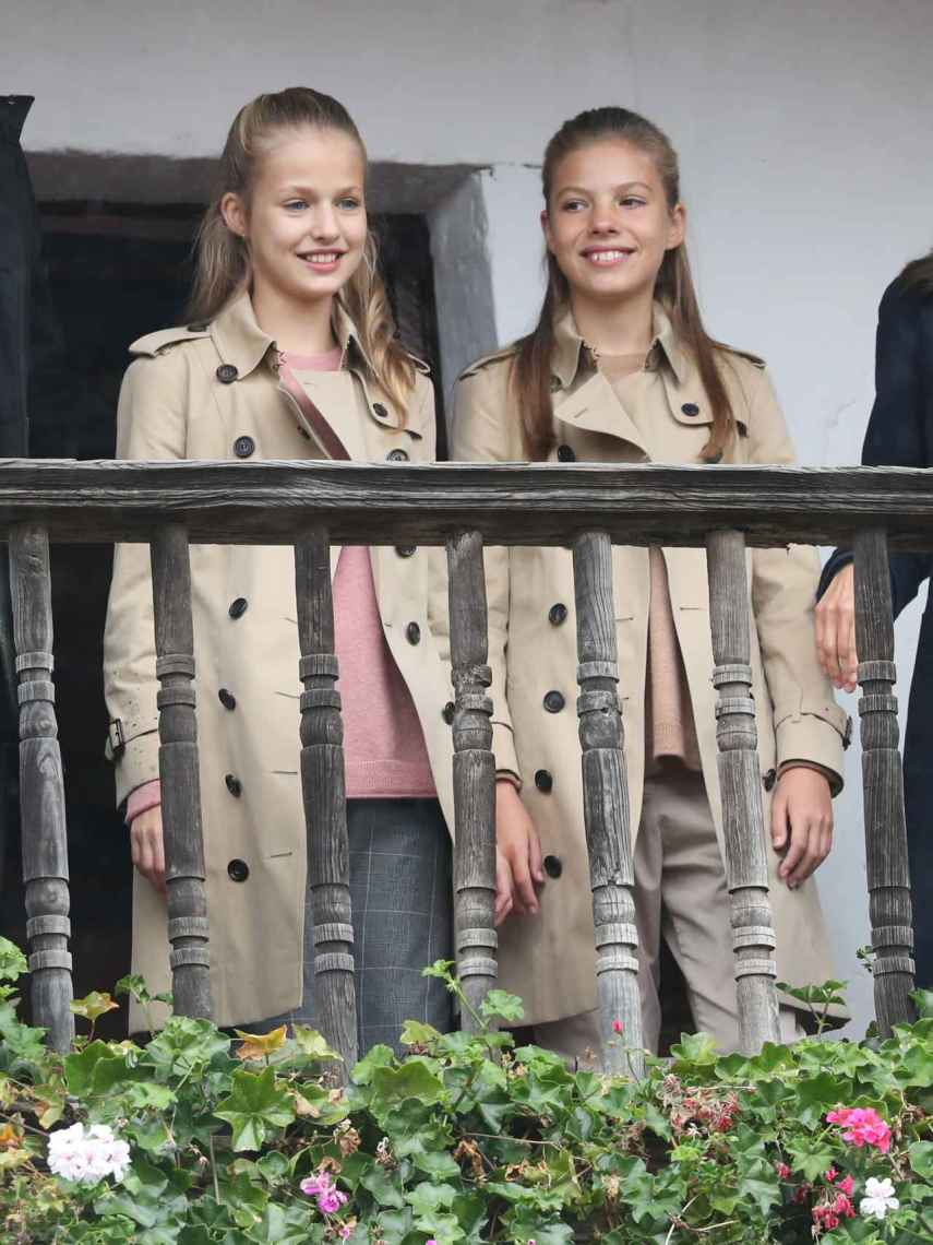 Las infantas Sofía y Leonor en su visita a Asiego el pasado mes de octubre.