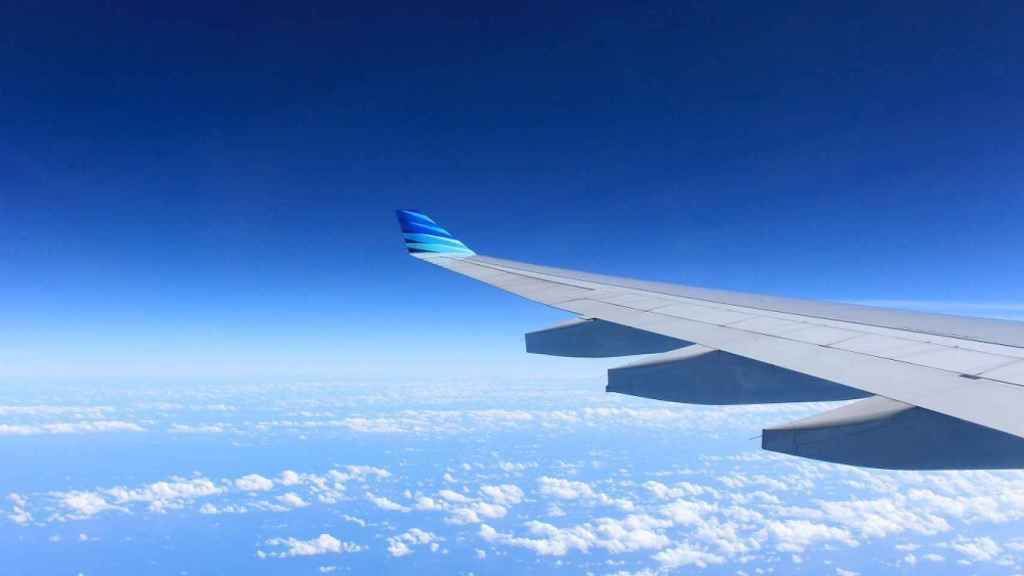 El ala de un avión.