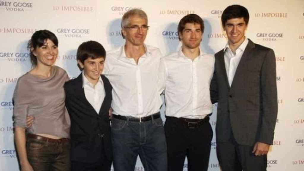 La familia Álvarez Belón al completo. De izquierda a derecha: María (la madre), Simón (el pequeño), Enrique (el padre), Lucas (el mayor) y Tomás.