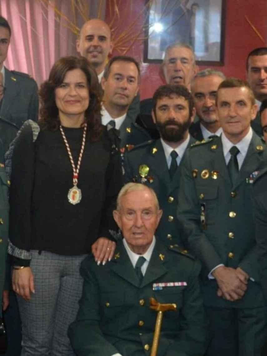 José Manuel Santiago Marín (derecha), junto a su padre, Florentino Santigo (centro), el 6 de diciembre de 2017.