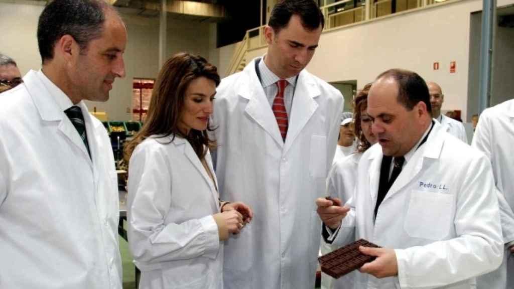 De izquierda a derecha: Francisco Camps, Doña Letizia, Don Felipe y Pedro López, actual director de Valor.