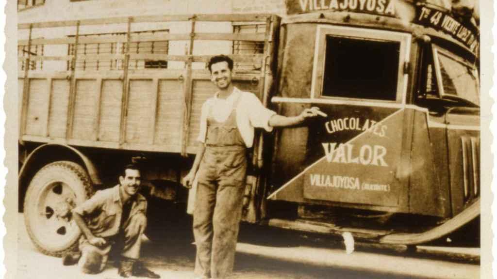La primera camioneta de chocolates Valor.