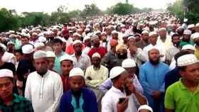10.000 personas burlan el confinamiento en el funeral de Khelafat Majlishen Bangladesh.