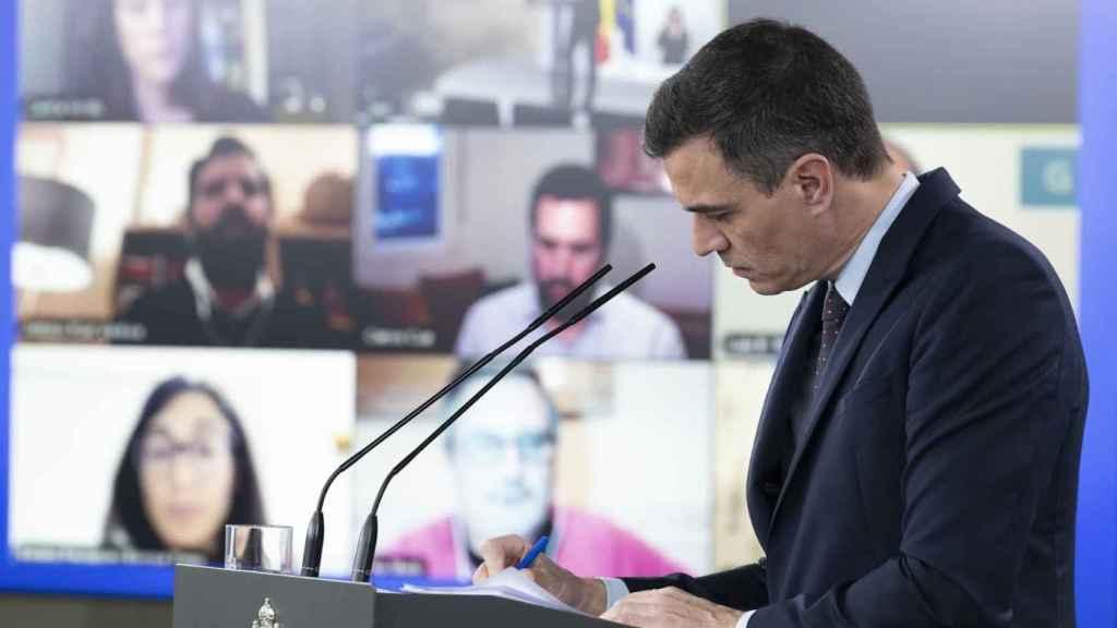 El presidente del Gobierno, Pedro Sánchez, en una rueda de prensa telemática en Moncloa.