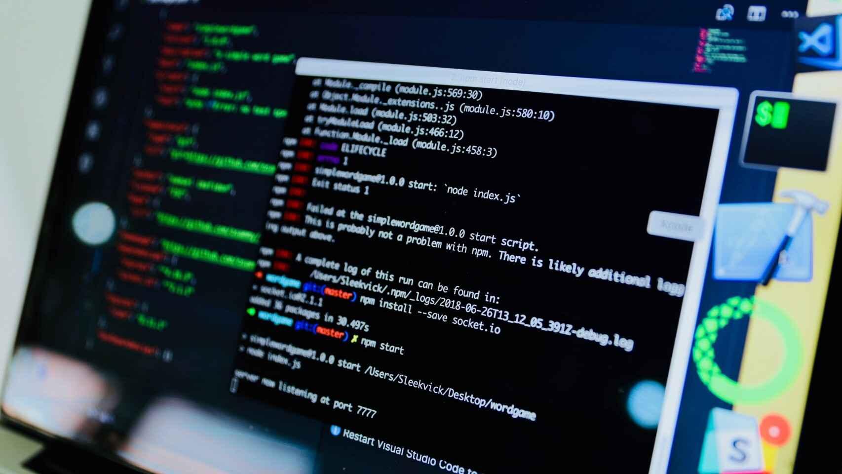 Pantalla de ordenador con código
