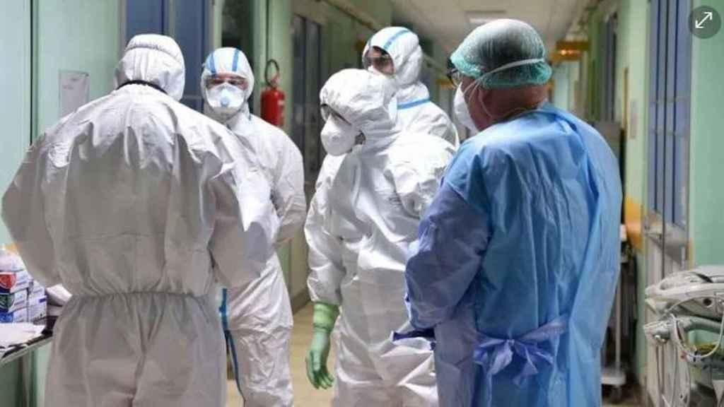 Un grupo de enfermeros en un hospital, a quienes se les pueden facilitar los medios de protección.