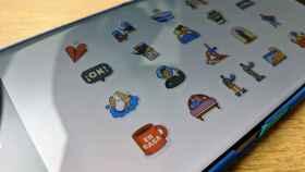 Estos son los nuevos stickers oficiales de WhatsApp: juntos en casa