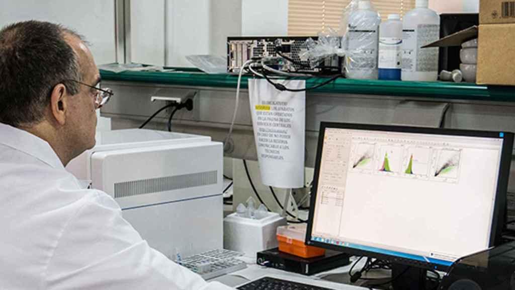 Investigadores españoles trabajan en un test rápido de COVID-19 acoplado a los móviles