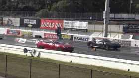 Un Tesla Model S se enfrenta a un Ferrari 488 GTB en pista